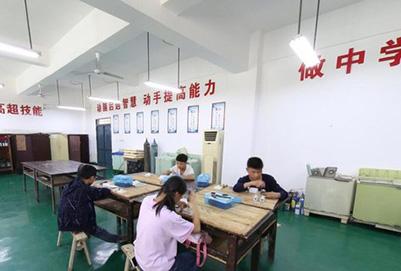 四川省江安县万博manbetx官网手机版下载技术学校电子电工实训中心